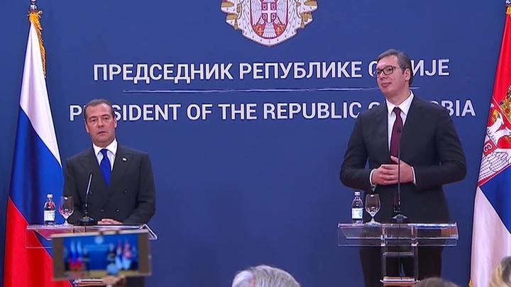 Дмитрий Медведев приехал в Сербию на празднование 75-летия освобождения Белграда