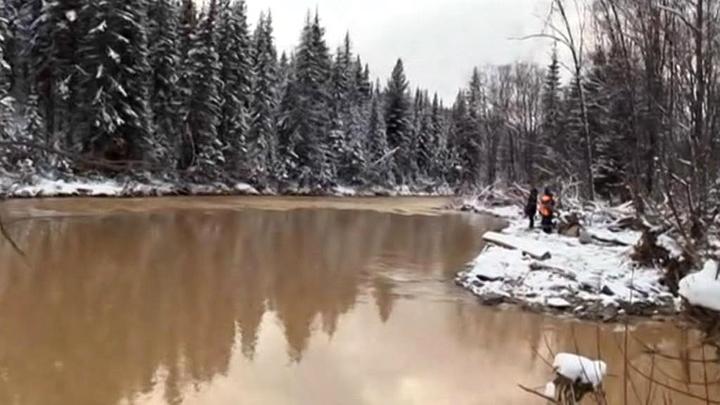 МЧС задействует вертолет для поиска пропавших при прорыве дамб в Красноярском крае