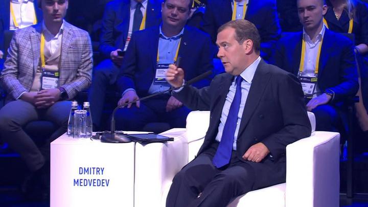 """На форуме """"Открытые инновации"""" Медведев обозначил три дилеммы цифрового будущего"""