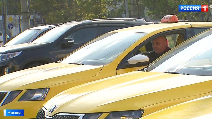 Чужие аккаунты, махинации и аварии: московских таксистов ждет масштабная проверка