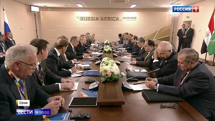 """54 страны, более 40 первых лиц: в Сочи проходит саммит """"Россия-Африка"""""""