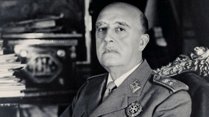 В Испании избавились от последней статуи диктатора Франсиско Франко