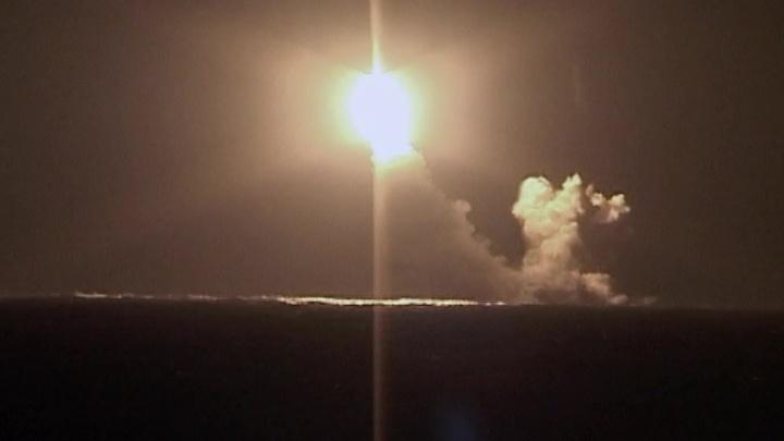 """Атомная подлодка выполнила испытательный пуск баллистической ракеты """"Булава"""""""