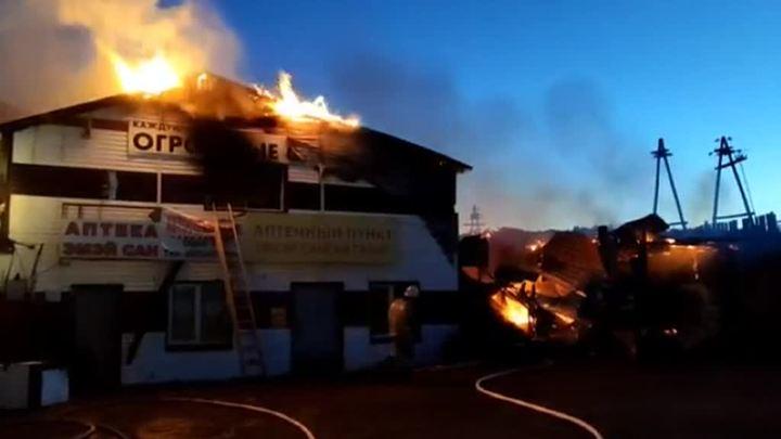 В столице Бурятии сгорел торговый комплекс