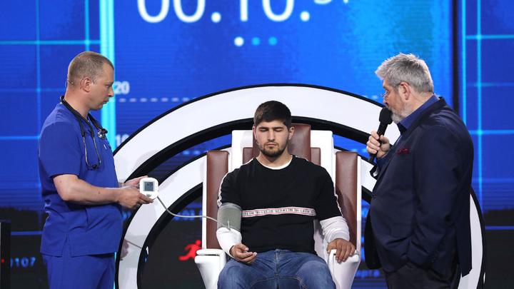 """Кадр из программы """"Удивительные люди-4"""""""