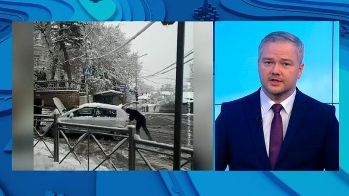 """""""Погода 24"""": снегопад перекрыл Военно-грузинскую дорогу"""