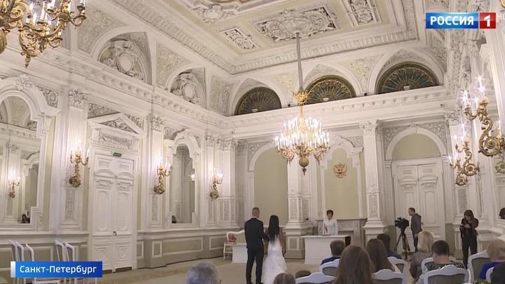 ЗАГС номер один в Санкт-Петербурге отмечает бриллиантовый юбилей