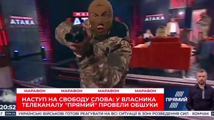 """Не смешно: в эфире связанного с Порошенко телеканала в шутку устроили """"маски-шоу"""""""