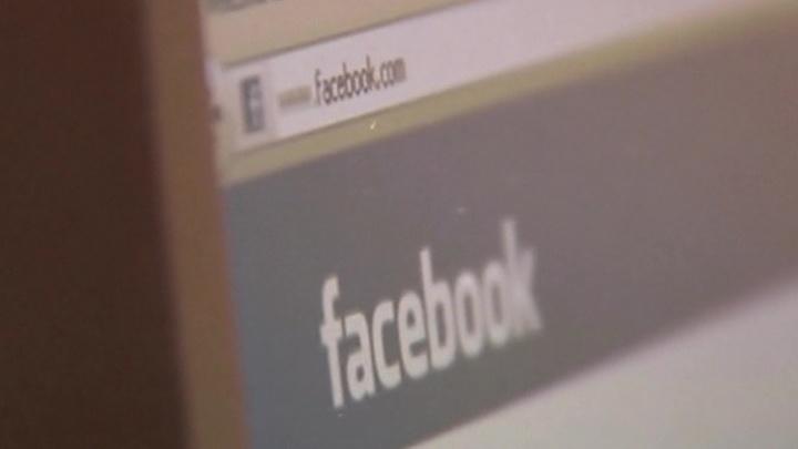 Фейсбук вводит цензуру на имя осведомителя, который подал жалобу на Трампа