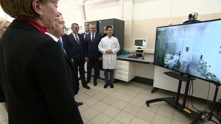 Медведев дал старт производству вакцины от Эболы для ДРК