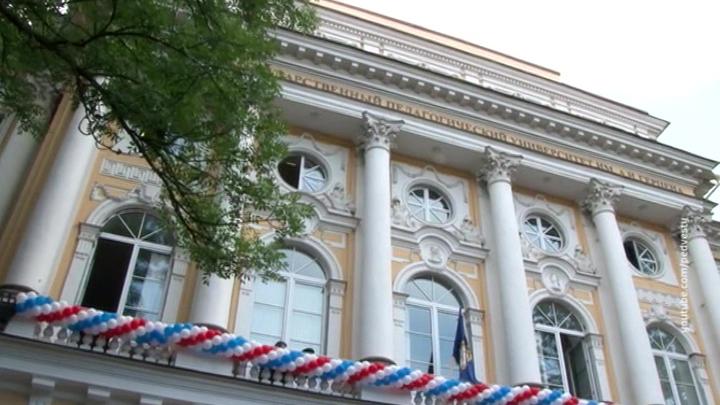 Скандал в Петербурге: вузовский преподаватель домогался студенток