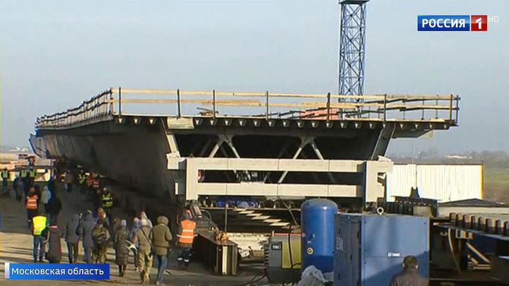Строительство ЦКАД: начался монтаж моста в Раменском районе