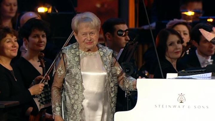 Легендарные песни и долгие овации: как прошел юбилейный концерт Александры Пахмутовой