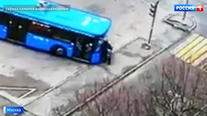 Автобус покатился на людей: погибла женщина