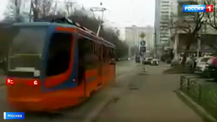 Неуправляемый трамвай стал причиной массового ДТП в Сокольниках