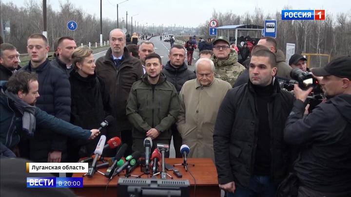 Зеленский приехал на восстановленный мост между ЛНР и Украиной