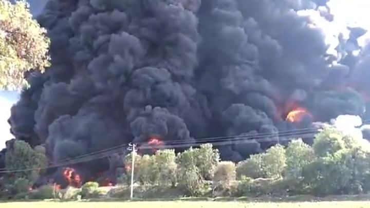 В Мексике горит насосная станция нефтегазового комплекса