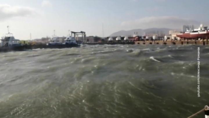 В Новороссийске объявлен режим ЧС из-за урагана