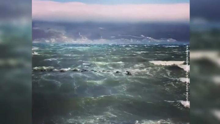 В Новороссийск и Керчь пришел аномальный ветер с порывами до 38 метров в секунду