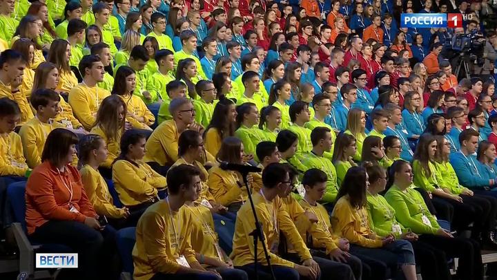 """Путин поговорил с подростками на форуме """"Проектория"""" о выборе профессии"""