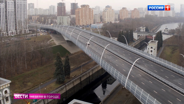 Уникальное сооружение: через канал имени Москвы перекинули новый мост