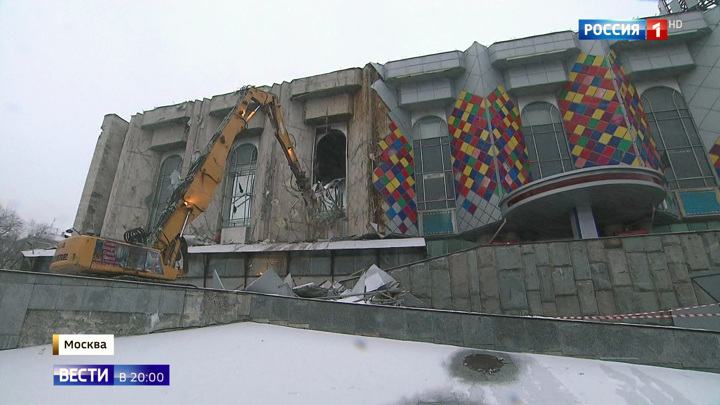 """Демонтаж здания: киноцентр """"Соловей"""" стал достоянием истории"""