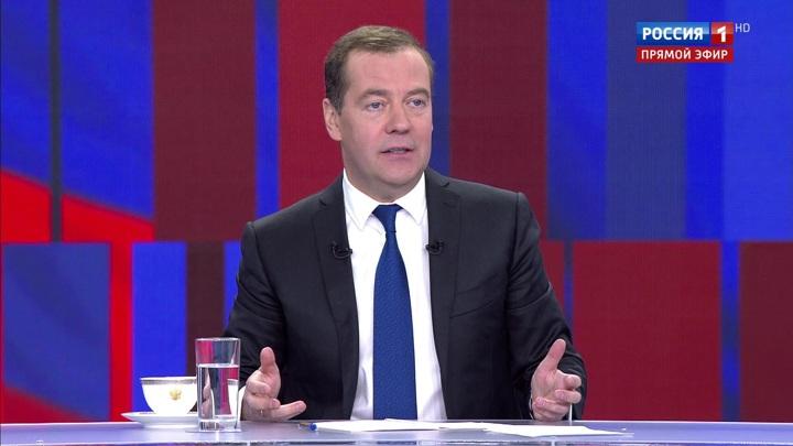 Смена руководства ЕС - шанс для улучшения отношений, считает Медведев