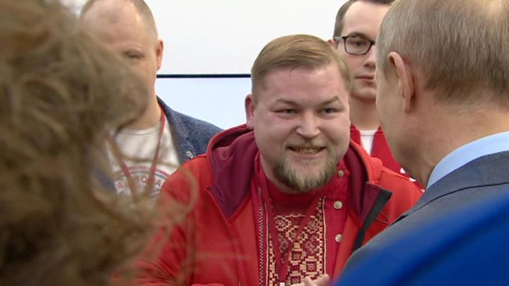 Путин поддержал инициативу создать школу Дедов Морозов