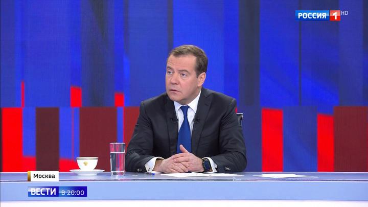 Доходы, лекарства, инфляция, пенсии: о чем рассказал Медведев 20 телеканалам