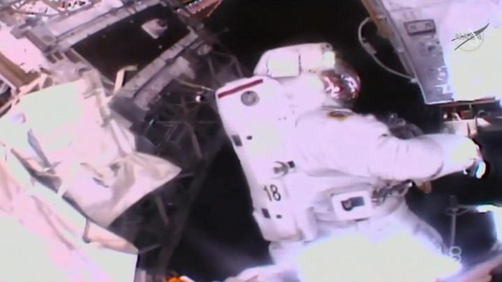 Итальянский астронавт промок в открытом космосе из-за американского скафандра