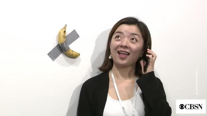 Банан с полоской скотча продали за 120 тысяч долларов