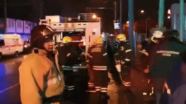В Москве автомобиль врезался в вестибюль станции МЦК: три человека погибли, двое пострадали