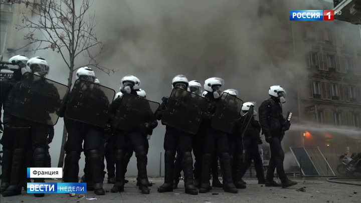 Демонстрации в Париже: дышать без противогаза невозможно