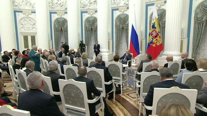 Материнский капитал и увеличение прожиточного минимума: Путин выслушал предложения омбудсменов