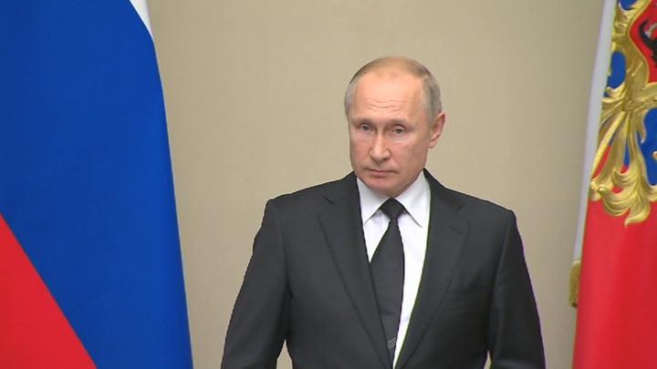 Путин предложил увековечить память Лужкова