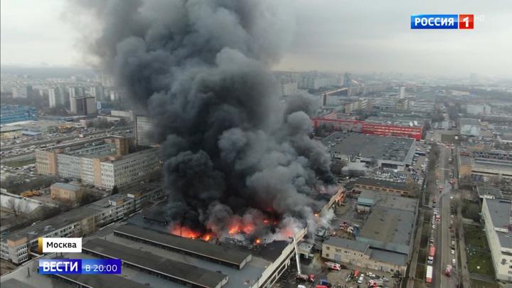 Мощный пожар на юге Москвы: первые версии