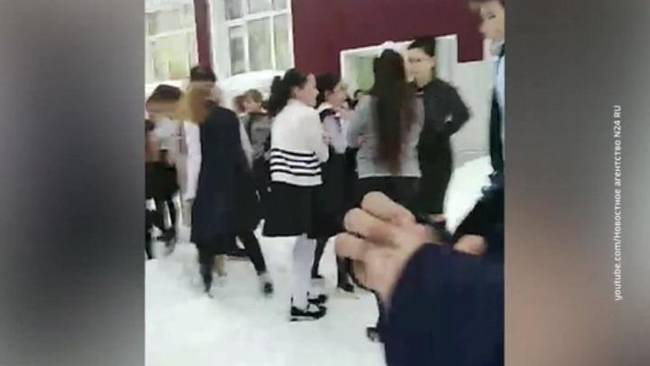 Трудовик заставил школьников прыгать из окна