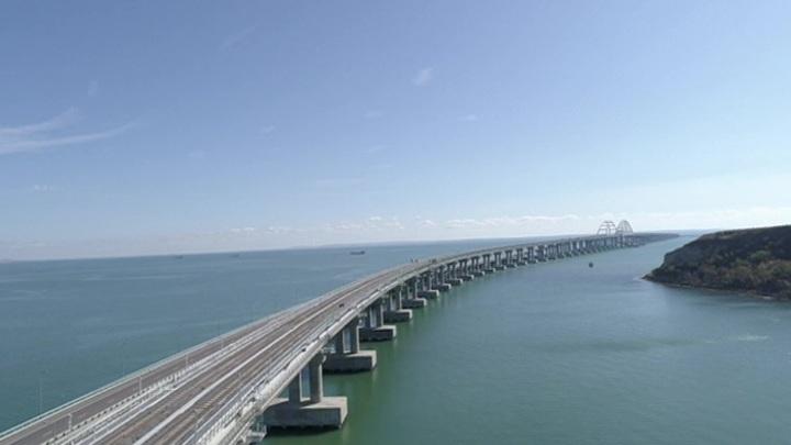 Открытие моста: Запад восхищается и негодует