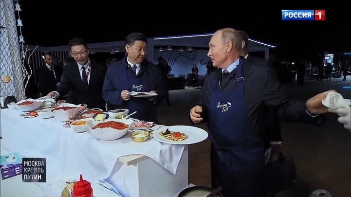 """Камера на голове и вопросы на корейском: как делают программу """"Москва. Кремль. Путин"""""""