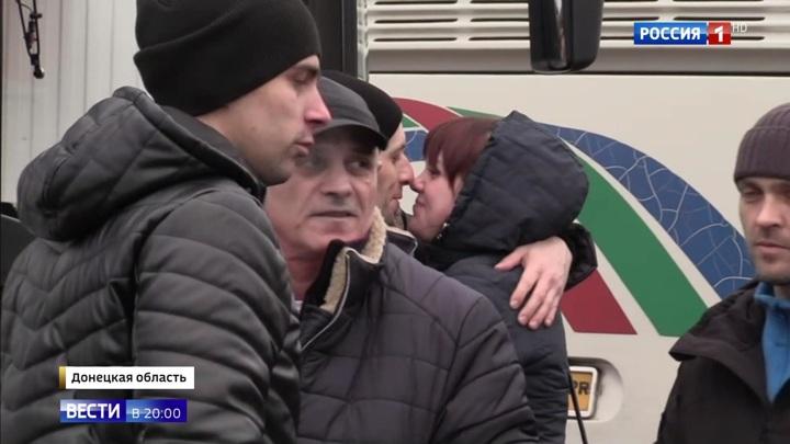 Не сломлены духом: Донбасс встретил освобожденных