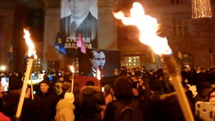 В Киеве националисты отметили день рождения Бандеры факельным шествием