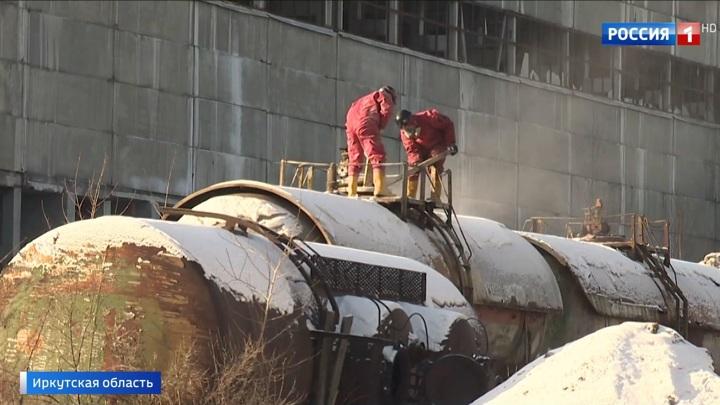 Химикаты на берегу: опасное загрязнение грозит реке Ангаре в Иркутской области