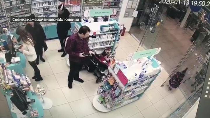 Родители и ребенок ловко ограбили аптеку: ВИДЕО