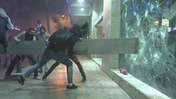 Российское посольство оказалось в центре проходящих в Ливане беспорядков