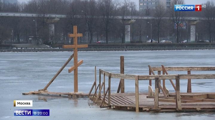 Менее суток до крещенских купаний: как окунаться в прорубь, если ее нет
