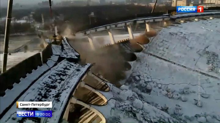 """Рабочий пытался зацепиться за люльку: как рухнул СКК """"Петербургский"""""""