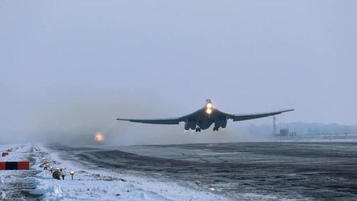Два Ту-160 выполнили 14-часовой полет над Арктикой