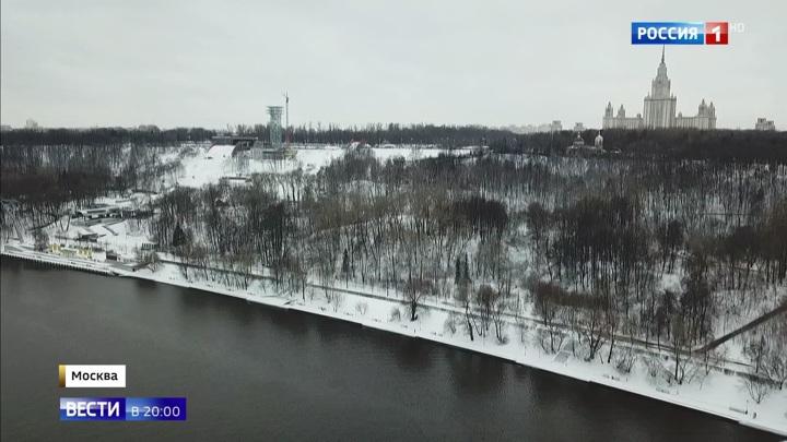 Воробьевы горы медленно сползают в Москву-реку