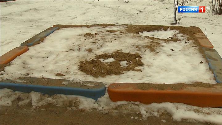 Московский дворник украл песок из детских песочниц