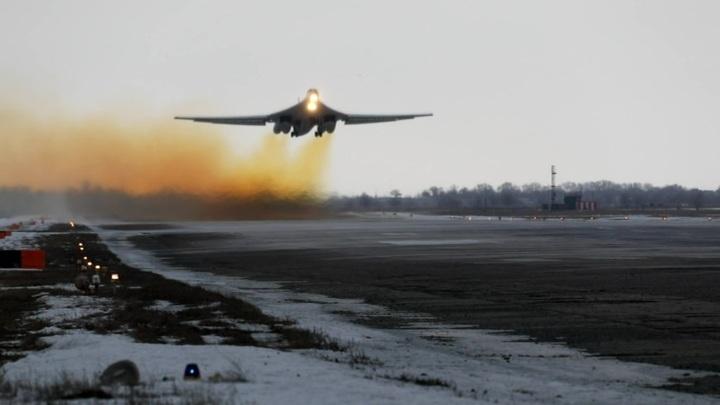 Российские военные показали полеты крупнейших реактивных ракетоносцев в мире
